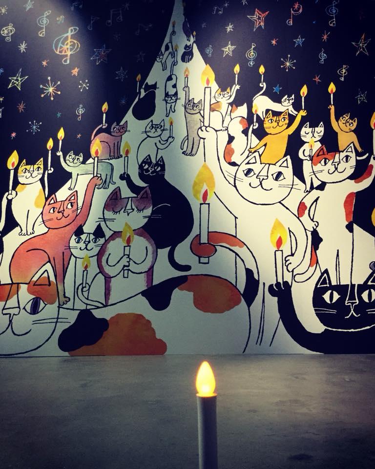 横幅3.3メートルの大判プリント作品「灯火」
