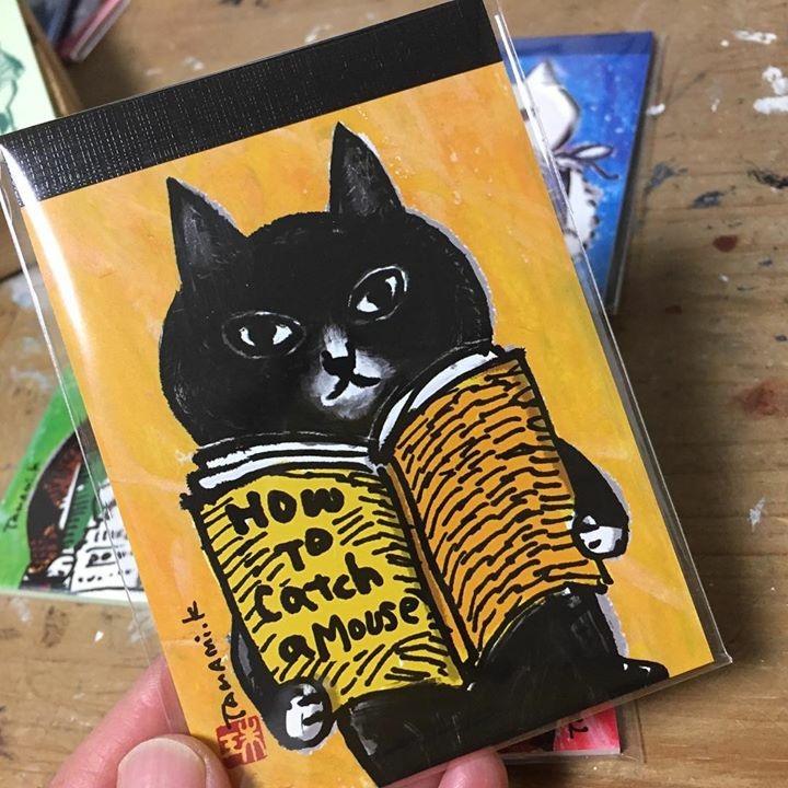 【メモ帳】くまくら珠美「4匹の読書猫_黄」